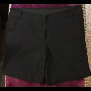 Vera Wang Black Bermuda shorts EUC